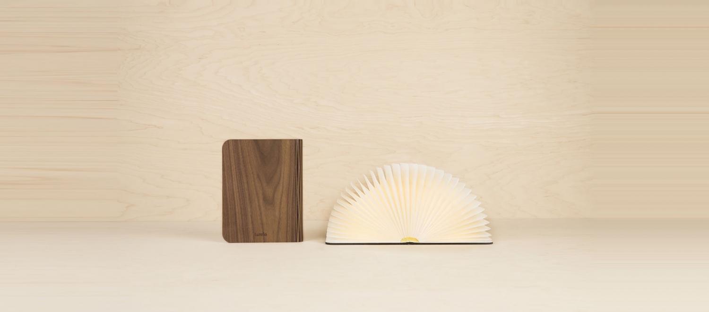 Livre lampe lumio Classic en bois