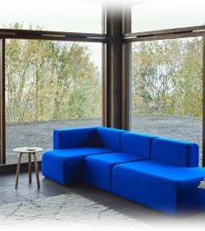 Canapé MAGS 3 places en tissu TONUS bleu électrique.