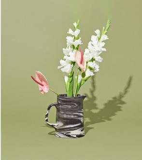 Pichet en porcelaine et grès blanc effet marbré / Marbled Jug